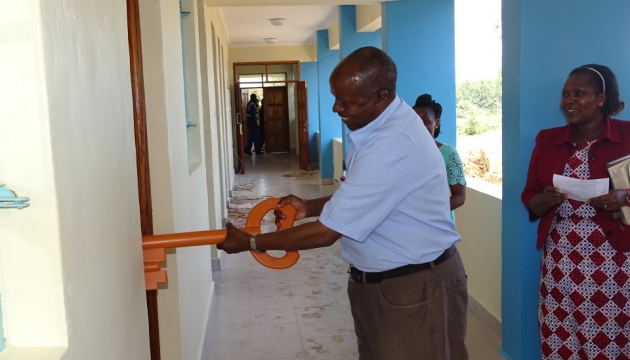 Vice-Chancellor, Prof. W. Kipngeno offocially opens the door of the new Health Unit.